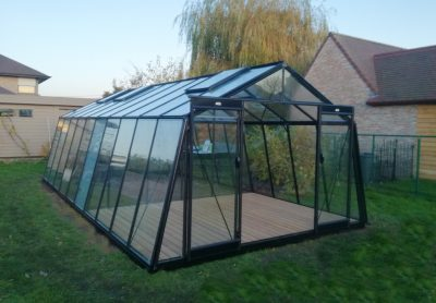 Part greenhouse + patio