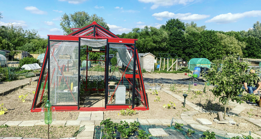 Shade cloth: A must have for your hobby greenhouse